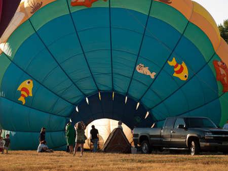 Ballons à air chaud dans un champ lors d'un festival à Loveland, Colorado. Banque d'images - 10581849