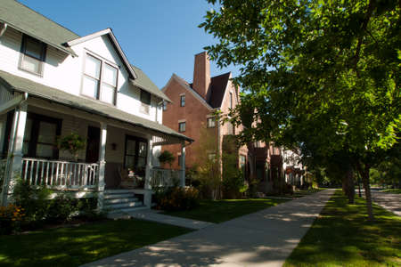 residential neighborhood: Casa en el desarrollo del proyecto de nuevo urbanismo perspectiva en Longmont, Colorado.