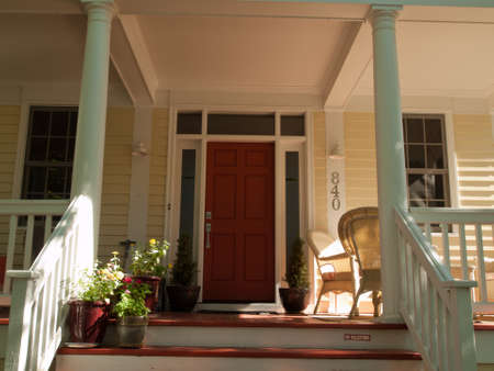 front porch: Casa en nuevo desarrollo de Urbanismo del proyecto de perspectiva en Longmont, Colorado.