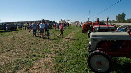 yesteryear: Antiguo equipo agr�cola sobre la presentaci�n en el Show de granja de anta�o en Longmont, Colorado.