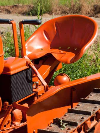 yesteryear: Maquinaria agr�cola antigua en la pantalla en el Sal�n de Granja anta�o en Longmont, Colorado.