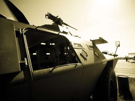 tanque de guerra: Ej�rcito de camuflaje Humvee en el Sal�n Aeron�utico de las Monta�as Rocosas en Broomfield, Colorado.