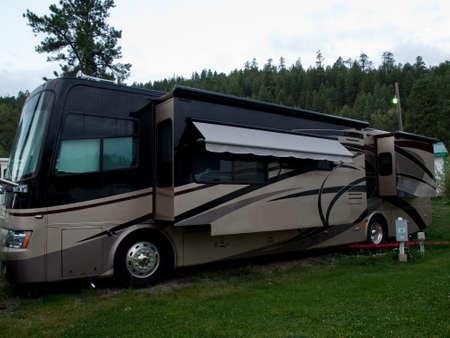 resortes: RV camping al amanecer en Pagosa Springs, Colorado. Editorial