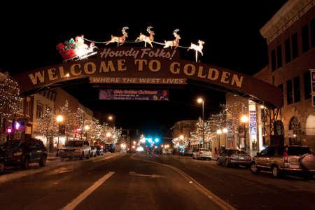 main street: Olde Golden Christmas Candlelight Walk. Strada principale di Golden, Colorado. Editoriali