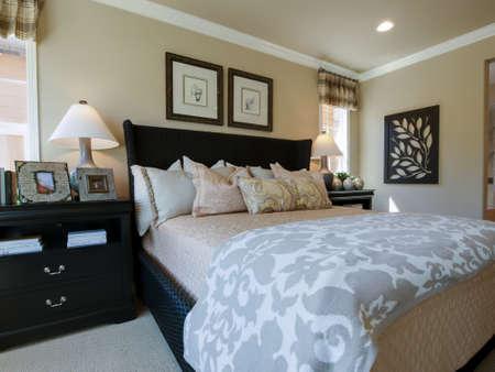 chambre � coucher: Int�rieur r�sidentiel de la maison moderne. �ditoriale