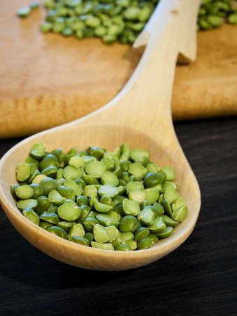 Green speat peas in wooden spoon. Banco de Imagens
