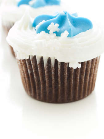 Gourmet chocolate cupcakes with white and blue icing. Banco de Imagens - 16564590