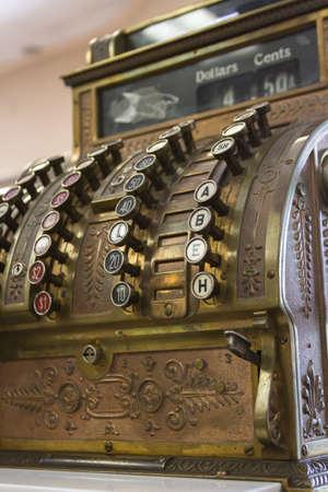 maquina registradora: Antiguo efectivo registro de cerca.