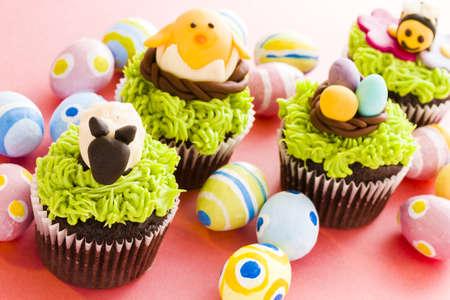 pasch: Gourmet di Pasqua di cioccolato Cupcakes decorate individualmente.