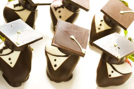 chocolate covered strawberries: Chocolate Gourmet con fresas adornadas para la fiesta de graduaci�n. Foto de archivo