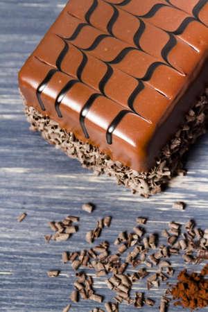 stout: Lefthand cervecer�a leche torta robusta con varias capas de pastel de chocolate stout-infundido, llena de mousse de chocolate stout y cubierto de ganache de chocolate con leche. Foto de archivo