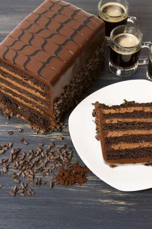 stout: Lefthand leche pastel cervecer�a cerveza negra con m�ltiples capas de pastel de chocolate con infusi�n de cerveza negra, llena de mousse de chocolate robusto y cubierto de ganache de chocolate con leche. Foto de archivo