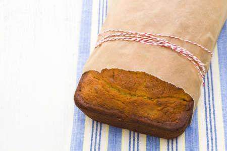Homemade banana bread from classic recipe. Imagens