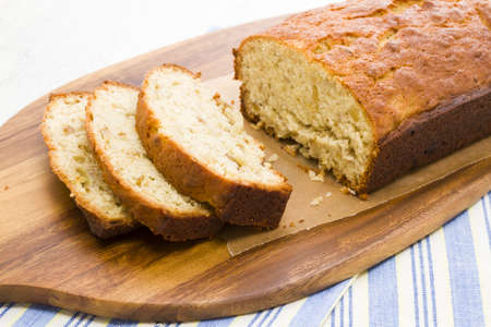Homemade banana bread from classic recipe. Imagens