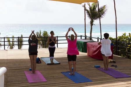 Yogales op het vakantie resort in Mexico.