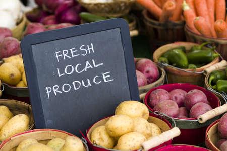 farmers market: Fresh produce on sale at the local farmers market.