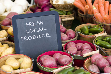 starchy food: Fresh produce on sale at the local farmers market.