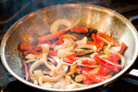 vegetabilis: Frying vegetables for chicken fajitas.