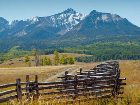 Split rail fence on the Last Dollar Ranch, Colorado. Archivio Fotografico