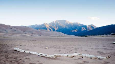 グレート サンド デューンズ国立公園 (コロラド州) の日の出。 写真素材