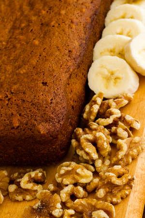 Freshly baked classic banana bread with walnuts and bananas. Banco de Imagens