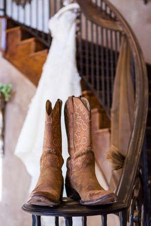 Las Botas De Vaquero De Fiesta De La Boda Frón Chimenea Tof. Fotos ...