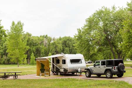 4 wheel: Denver, Colorado, EE.UU. - 20 de junio 2014 RV camping en Cherry Creek State Park en Denver, Colorado..