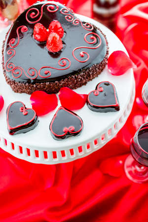 flourless chocolate cake: Chocolate beer and wine pairings. Raspbeverly Flourless Cake with Zinfandel wine for Valentines day. Stock Photo