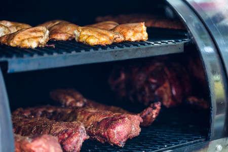competencia: Carne preparada en barbacoa fumador para la competencia.