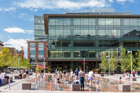 Denver, Colorado, USA-August 31, 2014. Urban plaza at front of redeveloped historical Union Station in Denver, Colorado. 新聞圖片