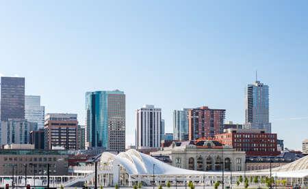 Denver, Colorado, USA-August 31, 2014. Summer skyline of downtown Denver, Colorado 新聞圖片