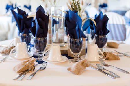Banquet hall decorated for wedding in white and blue. Imagens
