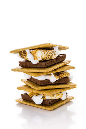 Freshly toasted smores with large white marshmallows. Foto de archivo