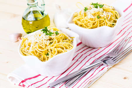 pepe: Cheese and pepper spaghetty with green garnish in white bowls. Stock Photo