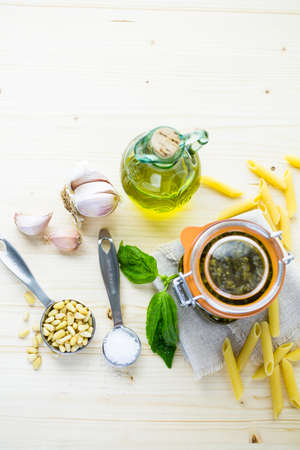 Homemade basil pesto sauce with fresh ingredients. Imagens