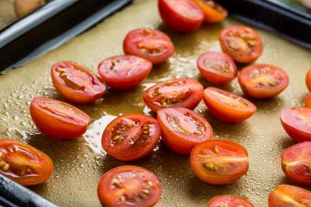 vegetabilis: Preparing fresh roasted cherry tomatoes.