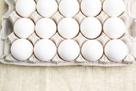 pasch: Fattoria freschi uova bianche organici in cassa uovo.