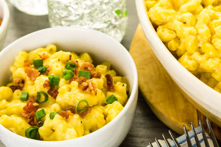 Macaroni and cheese garnished with bacon bits and chives. 스톡 콘텐츠
