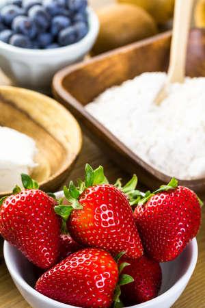 fruit tart: Ingredients for preparing fresh fruit tart.