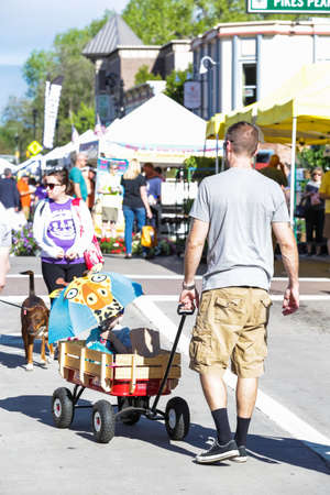vegetabilis: Parker, Colorado, USA-May 31, 2015. Summer farmers market on Main Street in Parker, Colorado. Editorial