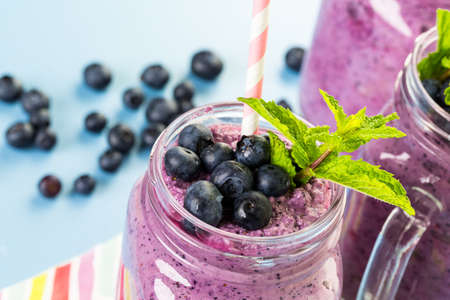 yogurt natural: Batido Blueberrie hecho con ar�ndanos org�nicos frescos y yogur natural.