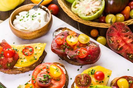 Tomato sandwich made with organic heirloom tomatoes. Banco de Imagens