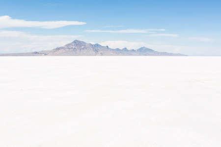 Bonneville Salt Flats, Utah에서의 뜨거운 여름날.