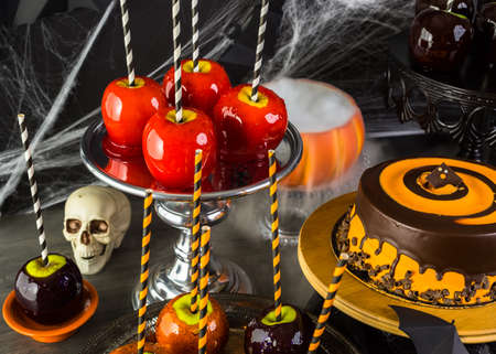 webb: Table with colored candy apples and cake for Halloween party. Stock Photo
