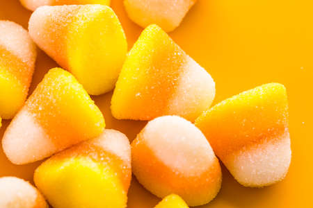 treats: Candy maíz preparado como dulces de Halloween.