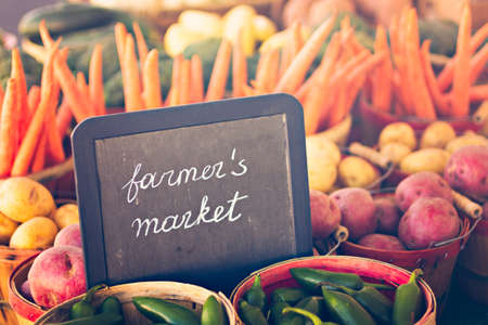 aire puro: Los productos frescos a la venta en el mercado de los agricultores locales.