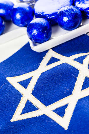 magen: Stitched Star of David on blue banner flag.