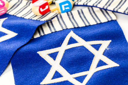 banni�re bleue: Stitched Star of David on blue banner flag.