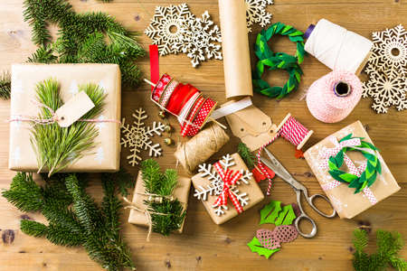 nad made: Wrapping Christmas gifts in recycled brown paper with vintage style at home.
