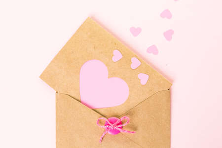 papel reciclado: Hand crafted Valentines Day card from recycled paper.